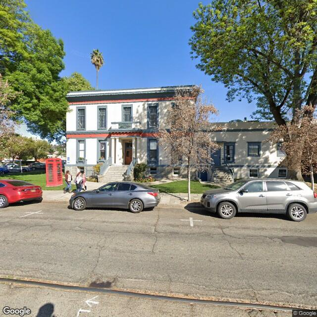 204 E Oak St,Visalia,CA,93291,US