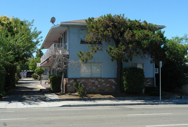 877 W Fremont Ave