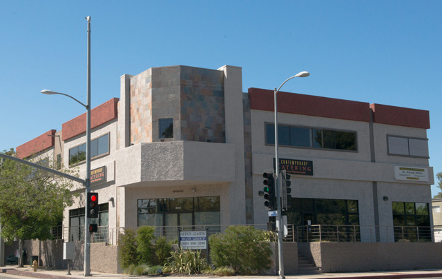 5535 Balboa Blvd